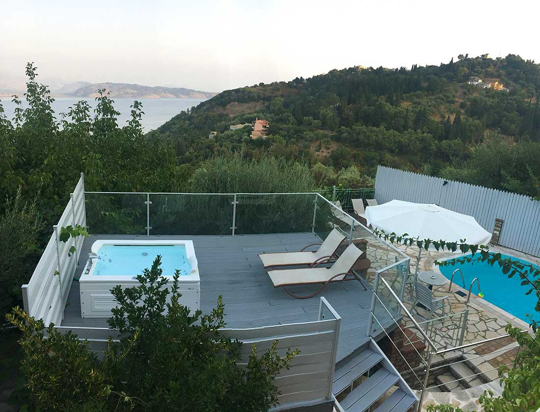 Villa with jacuzzi and swimming pool
