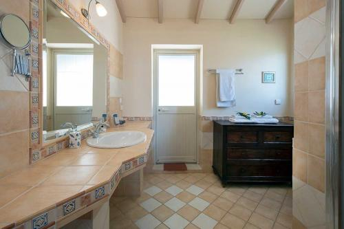 en-suite shower room in the bedroom 3